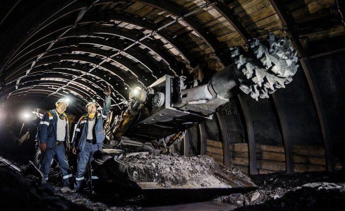 Проходческий комбайн в шахте