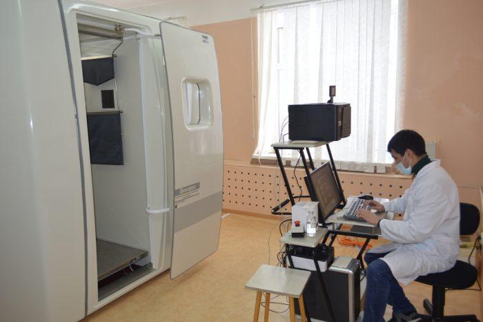 Рентгенолог за компьютером