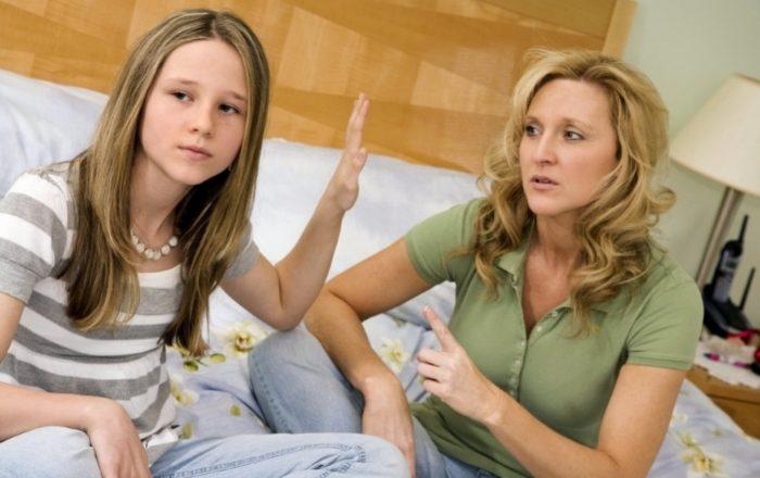 Мама ссорится с дочкой