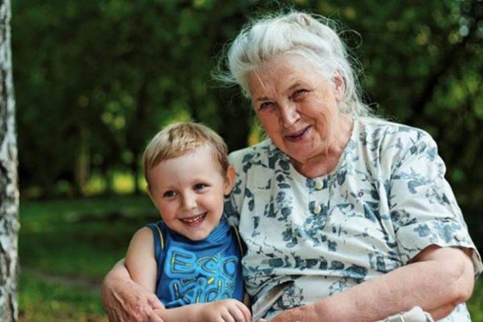Мальчик с бабушкой