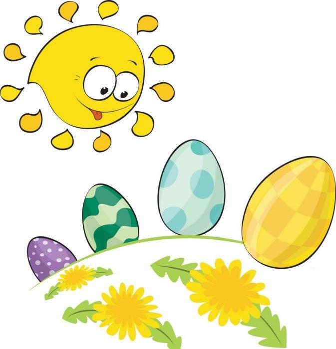 Солнце смотрит на расписные пасхальные яйца и улыбается