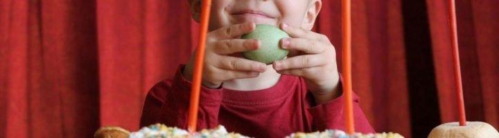 Пасхальные стихотворения помогут ребёнку проникнуться атмосферой светлого христианского праздника, осознать его значение.