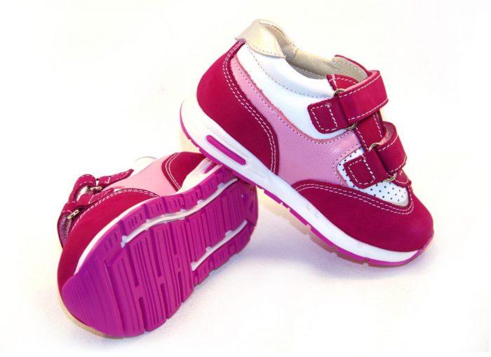 Ортопедические кроссовки розового цвета