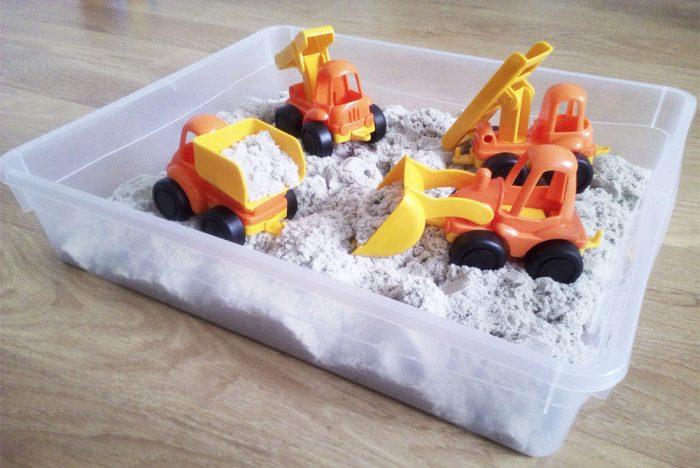 Машинки в кинетическом песке