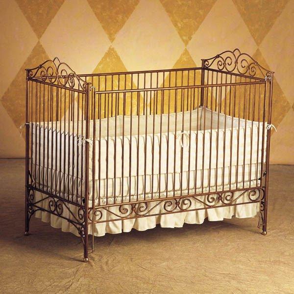 Кроватка из металла
