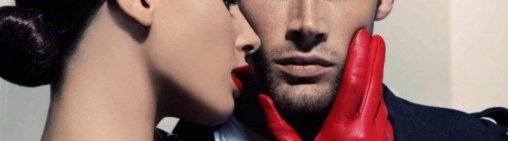 мужчина и женщина в красных перчатках