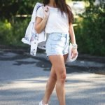 Джинсовые шорты на девушке