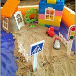 Двор из кинетического песка и ЛЕГО