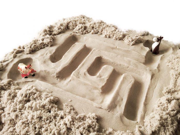 Лабиринт из кинетического песка