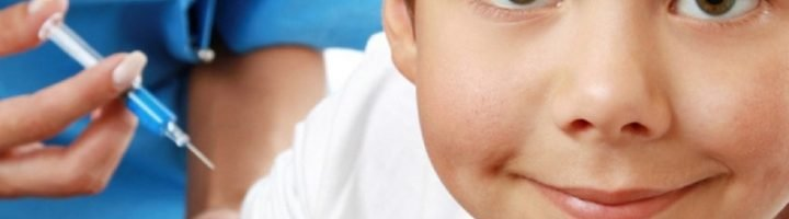 Если семья проживает в потенциально опасном регионе в плане заражения туляремией, есть смысл сделать ребёнку прививку от этого заболевания.