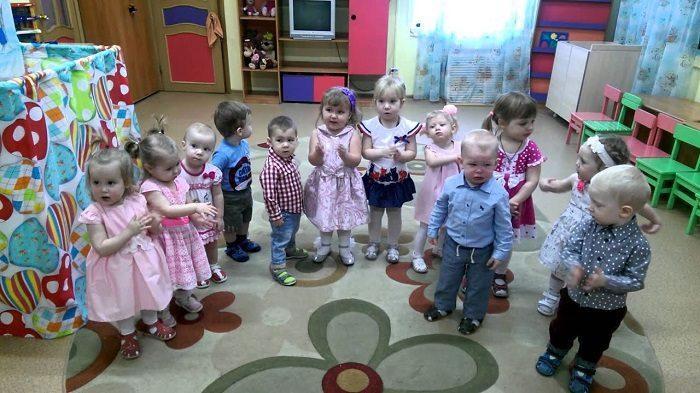 Дети в ясельной группе