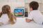 дети смотрят мультики