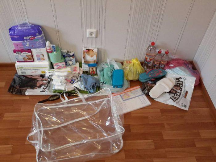 Вещи, собранные в роддом, и сумка для них