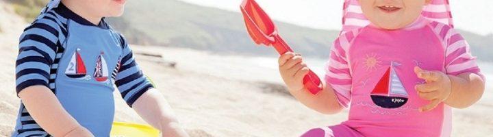 Солнцезащитная одежда поможет защитить маленького ребёнка от вредного ультрафиолета на пляже и просто на прогулке