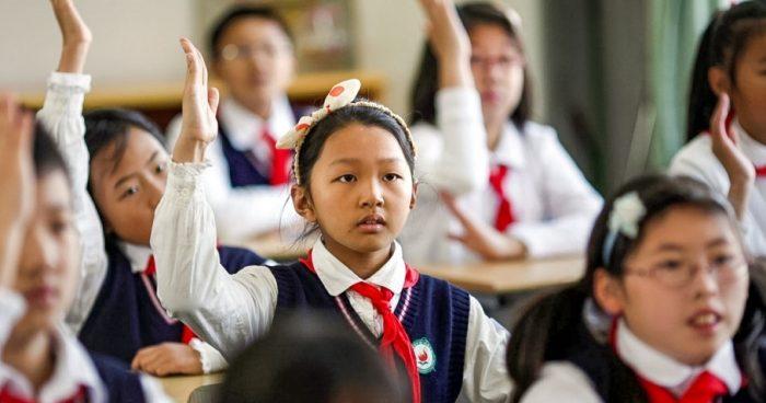 китайские дети за партами