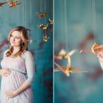 Беременная в окружении журавликов счастья