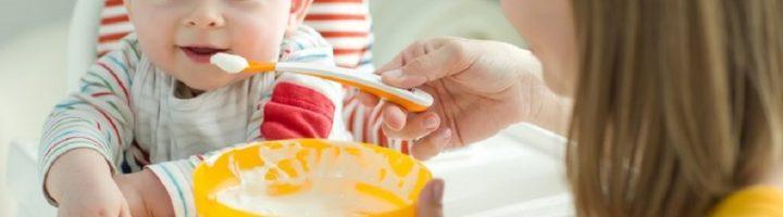 Каши для первого прикорма – один из лучших вариантов для полноценного питания малышей.