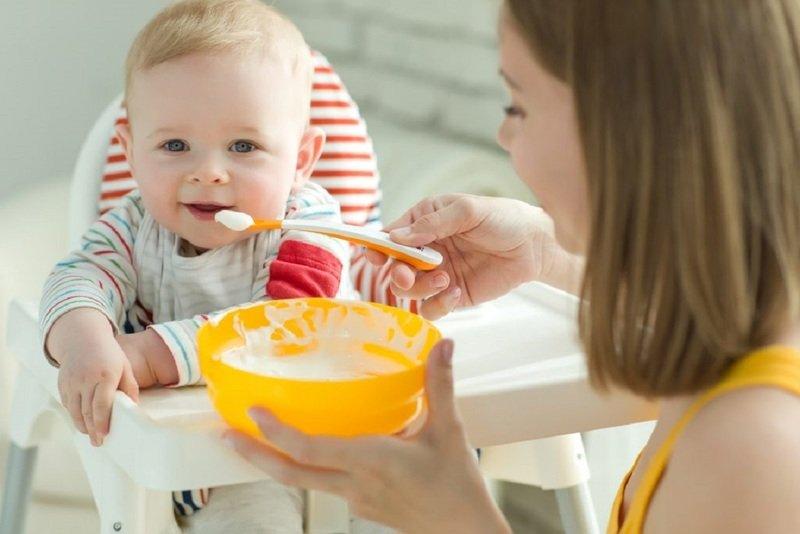 Каши для первого прикорма младенца: разбираемся в ассортименте и правильно готовим