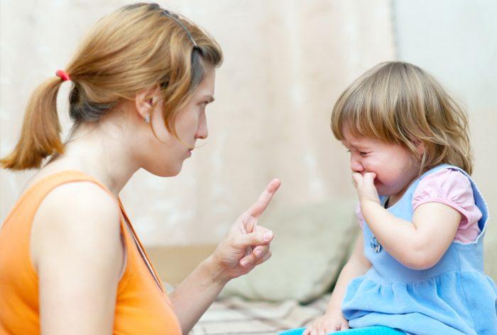Мама угрожает ребёнку