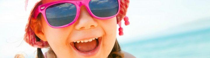 Качественные солнечные очки для ребёнка – не просто красивый аксессуар, а необходимая защита для глаз при ярком солнце