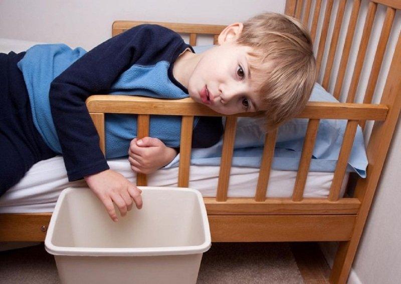 Поражение ЖКТ у ребёнка: как отличить отравление от кишечных инфекций и что делать