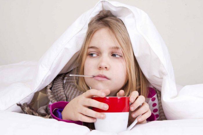 ребенок болеет под одеялом
