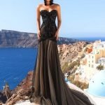 Девушка в длинном платье с корсетом