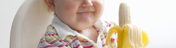 Банан имеет множество полезных свойств, однако вводить в прикорм грудного ребёнка его нужно постепенно, следуя определенным правилам.