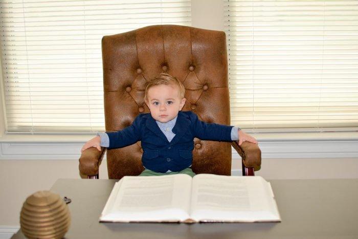 малыш в роли директора