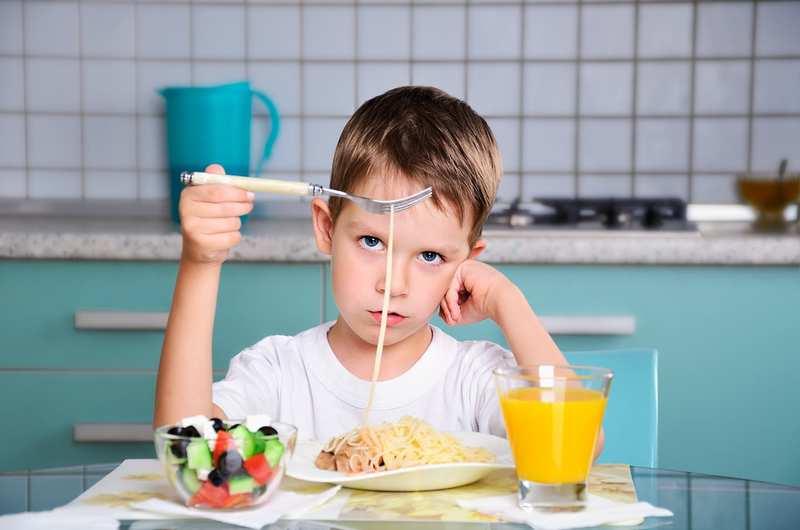 Почему нельзя кормить ребёнка «через не хочу» во время болезни и в других ситуациях