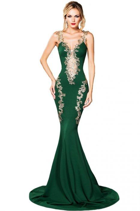 Девушка в зелёном платье «русалка»