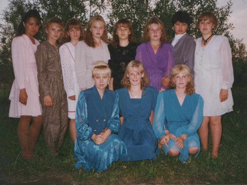 Выпускные платья российских школьниц 80-х, 90-х и нового тысячелетия: вспоминаем и любуемся