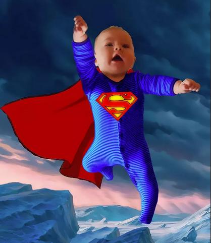 Маленький мальчик в костюме Супермена