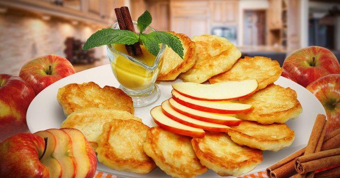 Оладьи с дольками яблок