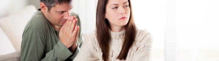 Муж извиняется перед женой
