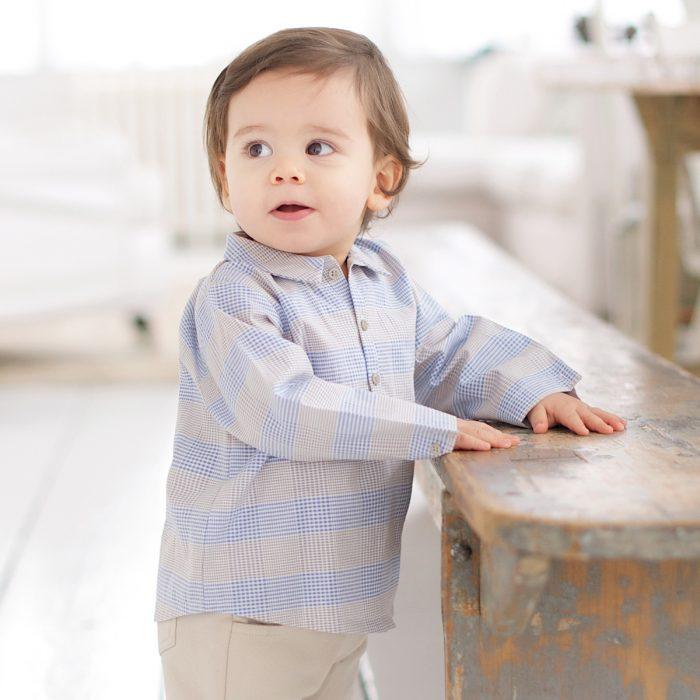 Ребёнок в рубашке с длинным рукавом
