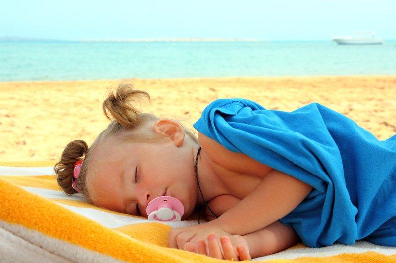 Тепловой удар у ребёнка: признаки, первая помощь и дальнейшее лечение