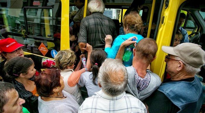 Давка в общественном транспорте