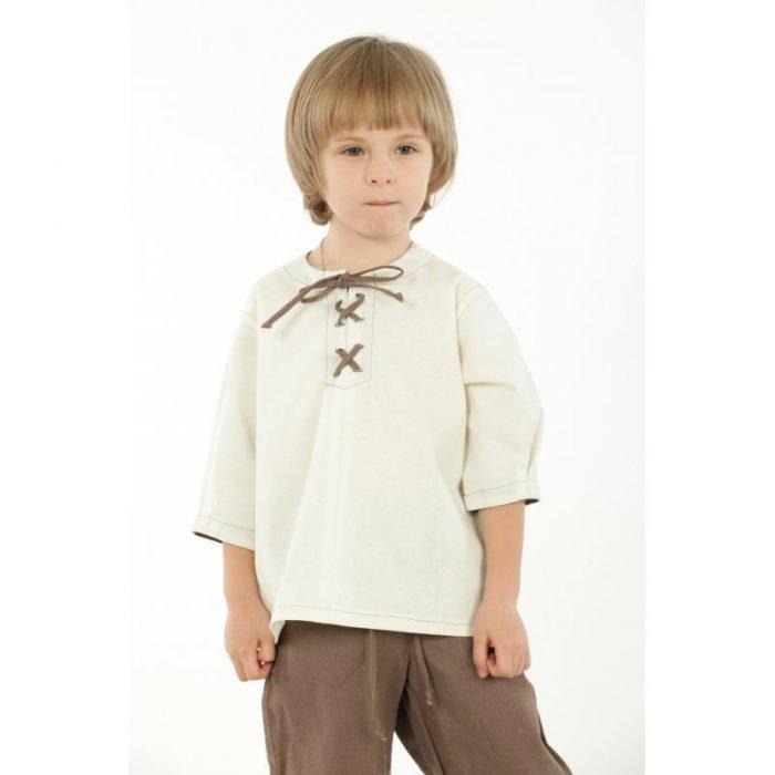 мальчик в льняной рубашке