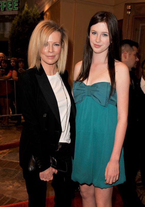 Ким Бейсингер с дочерью