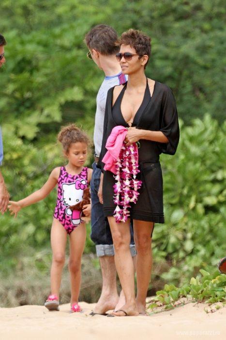 Хэлли Берри с дочкой