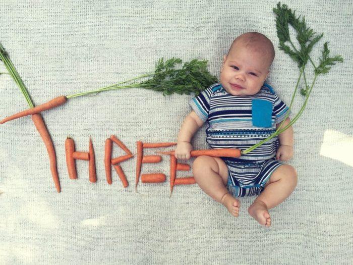 фото малыша со словом из морковок