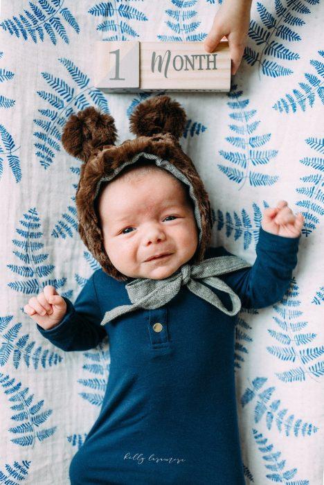 новорождённый в шапочке с ушками 1 месяц