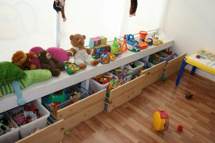 выдвижные ящики для игрушек под окно