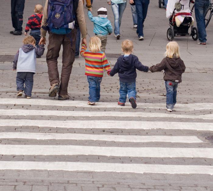 папа с четырьмя детьми