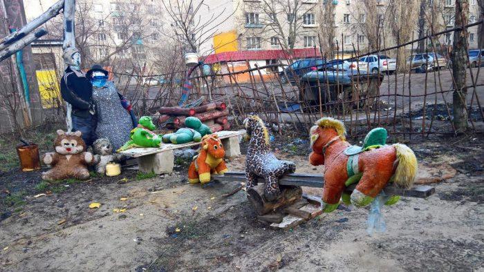 мягкие игрушки на площадке
