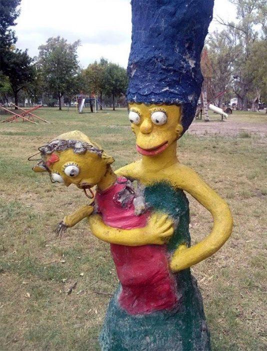 симпсоны из цемента во дворе