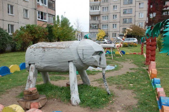 слон из бревен