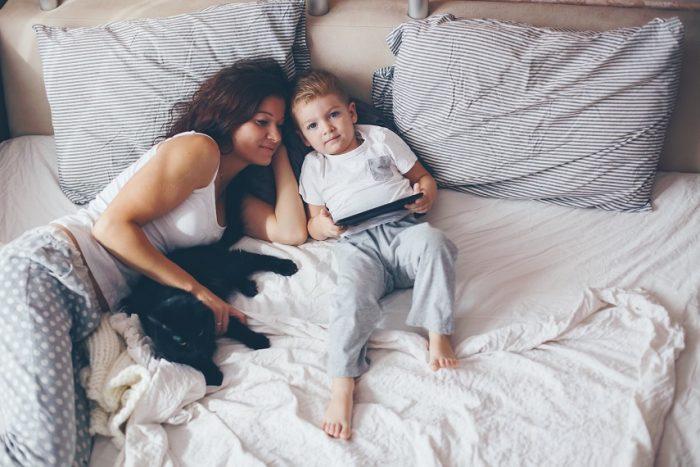 Мама и сын в пижамах