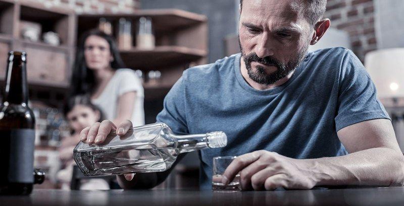 Муж-алкоголик: что предпринять и как себя вести жене